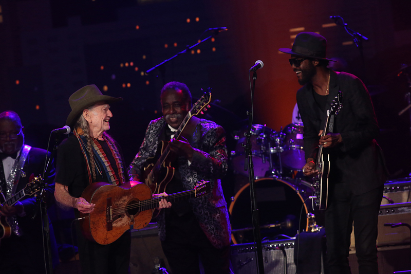 2016 ACL Hall of Fame New Year's Eve | Willie Nelson & Gary Clark Jr. ©KLRU photo by Gary Miller